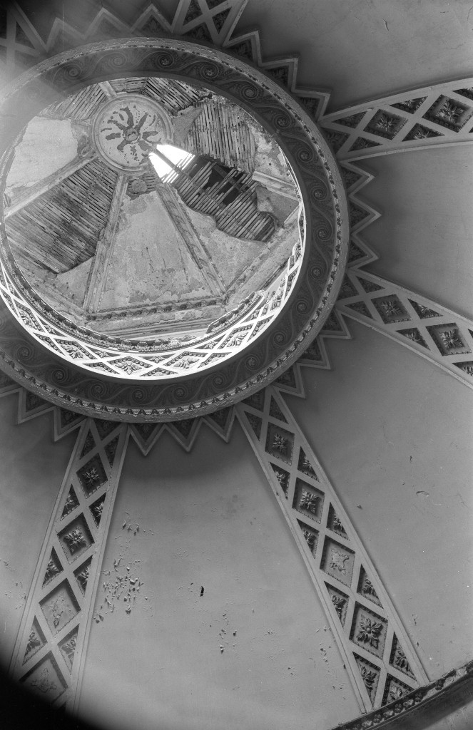 A view through the roof of the octagon library. Edwin Smith / RIBA Collections